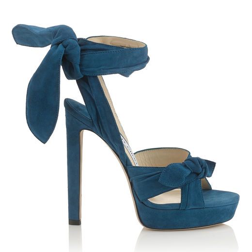 Foto:  zapatos de Jimmy Choo. Colores  frescos para  la playa.